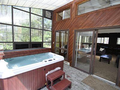 This Hot Tub is enclosed and protected - The Waterfront - Tannersville - rentals