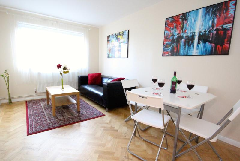 Lounge . .. . . - Great Vacation Rental Close to London Bridge - London - rentals