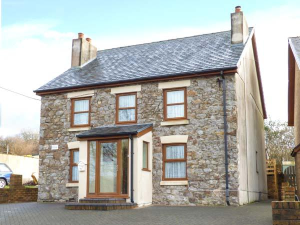 PEN-YR-ERW, detached holiday home, woodburner, WiFi, enclosed patio, external games room, near Kidwelly, Ref 917130 - Image 1 - Kidwelly - rentals
