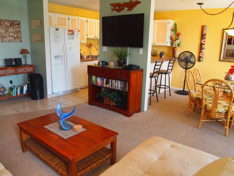 Everything you need in an open floor plan. - Your Maui Adventure Awaits !!! - Kihei - rentals