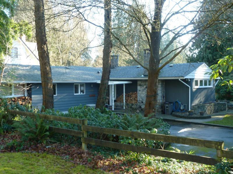 Three bedroom rancher in Kerrisdale with large parking area. - Kerrisdale Home for Rent - Vancouver - rentals