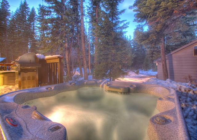 Hot Tub - Four Summits -  4BR w/ Hot Tub & Pool Table - Dogs OK - From $250/nt - Carnelian Bay - rentals