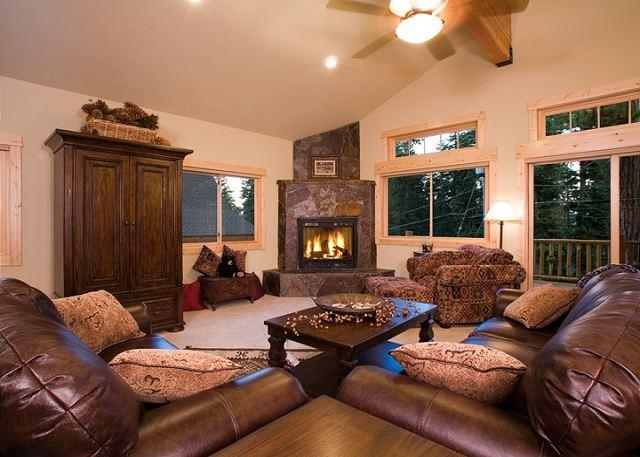 Living Room - Olive Branch - Luxury Pet-Friendly 4 BR w/ Hot Tub - Walk to Lake! - Carnelian Bay - rentals