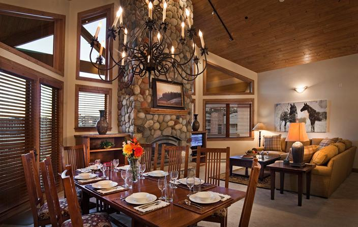 Chateau Chamonix: Argentiere's great room with vaulted ceilings and an inviting gas fireplace. - Chateau Chamonix : Argentiere - Steamboat Springs - rentals