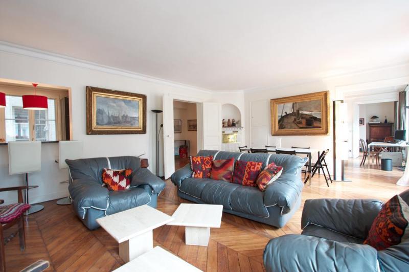 Living room - Marais District - Spacious 1200 sq ft Apartment - Paris - rentals