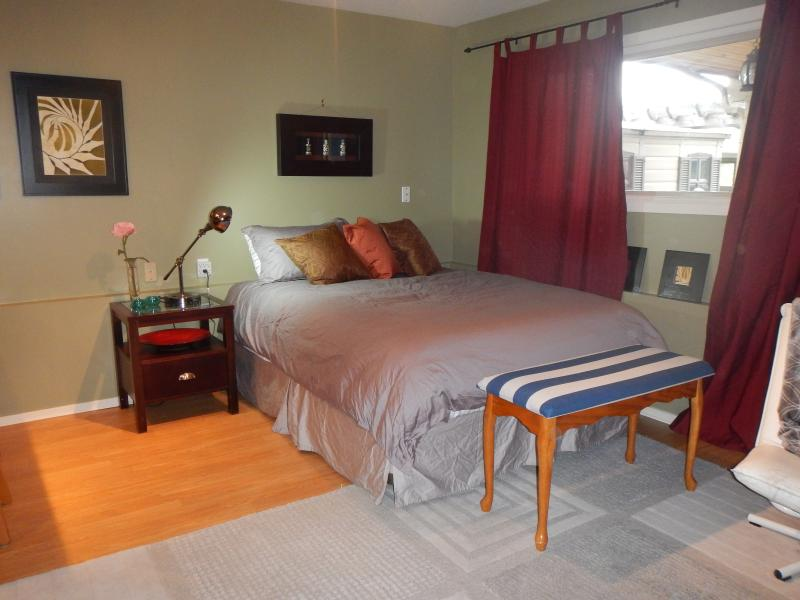 Sleep in your comfy queen bed and wake up to your well lit studio - Contemporary Open Concept Studio – View of Channel - Nanaimo - rentals