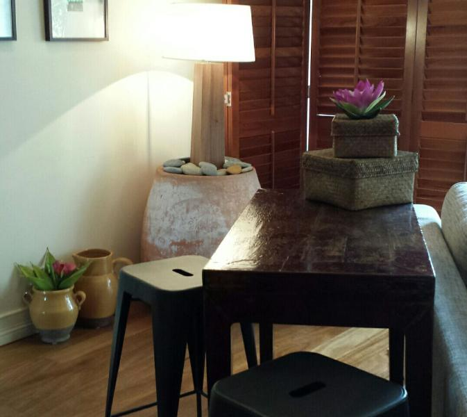 Antique table - Port Douglas on Macrossan-Queensland Contemporary - Port Douglas - rentals