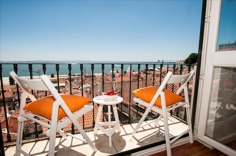 Portas do Sol I - incredible view, lovely  and charming in amazing location - Image 1 - Lisbon - rentals