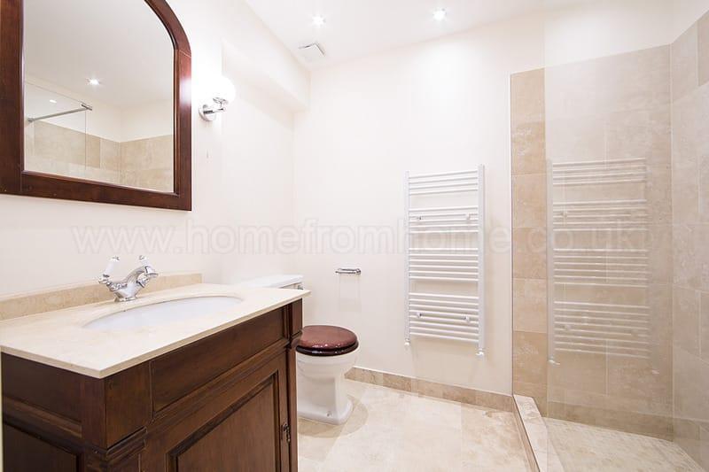 Inviting London Apartment Overlooking Lennox Garden - Image 1 - London - rentals