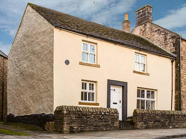 BASTLE HOUSE, woodburner, WiFi, pet-friendly cottage in Haltwhistle, Ref. 915509 - Image 1 - Haltwhistle - rentals