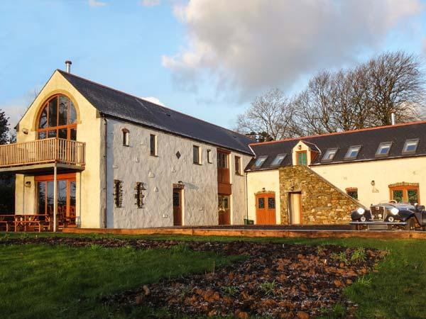 STARLIGHT, woodburner, WiFi, open plan living area, near Narberth, Ref. 919832 - Image 1 - Narberth - rentals