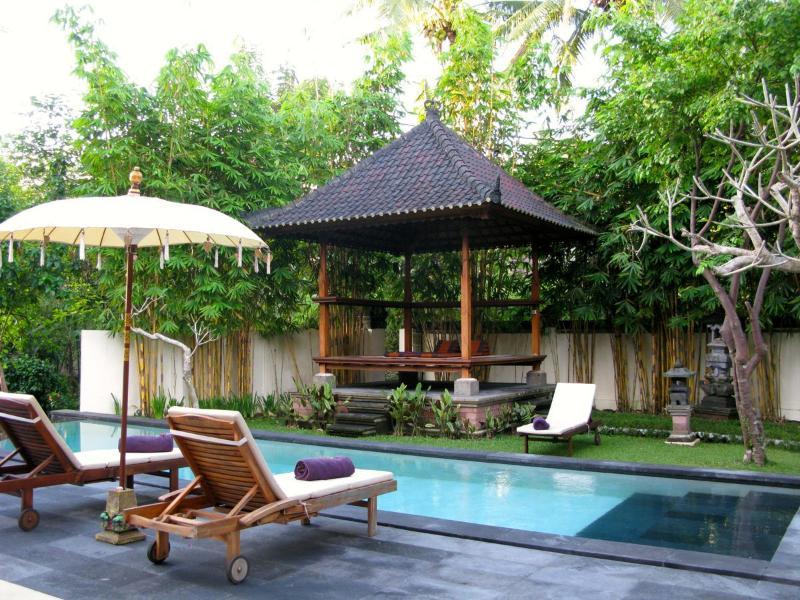 Enjoy the cover of the gazebo while enjoying the natural surroundings - 3 bedroom private villa near Ubud w Pool & breakfast - Ubud - rentals