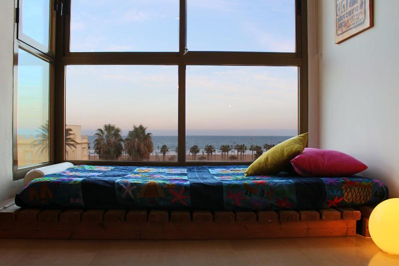 Bright light & Sea views - Image 1 - Valencia - rentals