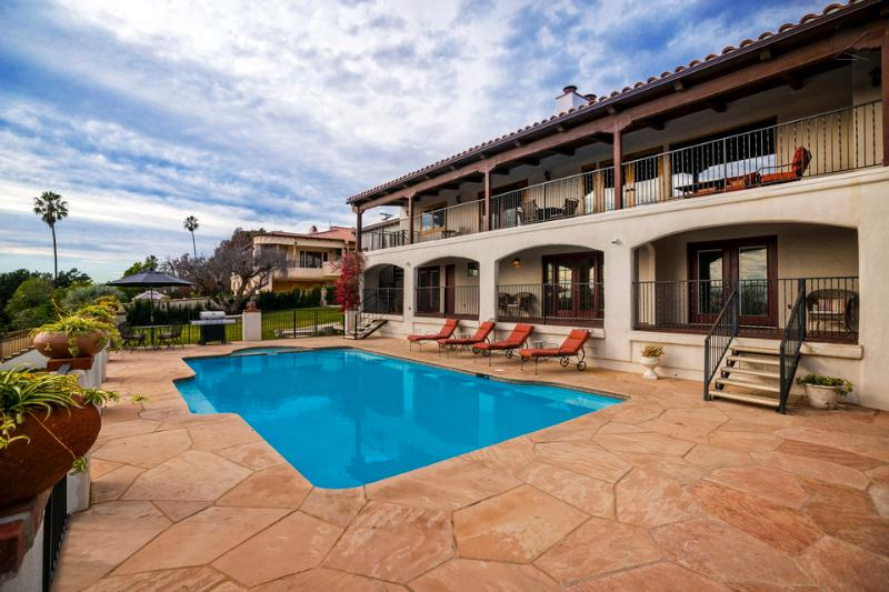 The deck, pool, and hot tub combine to make lounging here a memorable experience. - Riviera city and ocean view home with pool and hot tub - Vista Riviera - Santa Barbara - rentals