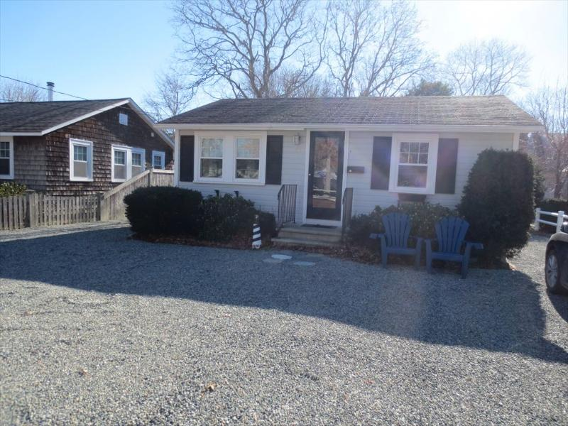 Front Exterior - ADORABLE COTTAGE, 1MILE TO BEACH, 2BEDROOMS 1BATH 124758 - East Falmouth - rentals