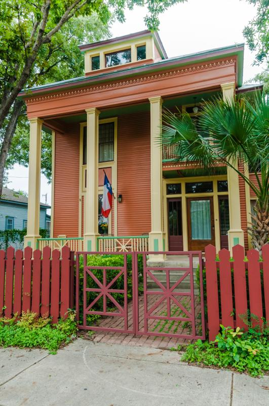 Beautiful home in historic downtown neighborhood - Image 1 - San Antonio - rentals