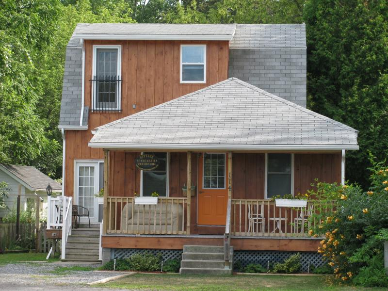 3 Bedroom Cottage  Down Town Niagara-On-The-Lake - Image 1 - Niagara-on-the-Lake - rentals