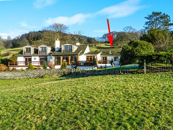 LITTLE ESTHWAITE COTTAGE, all ground floor, en-suite, woodburner, WiFi - Image 1 - Sawrey - rentals
