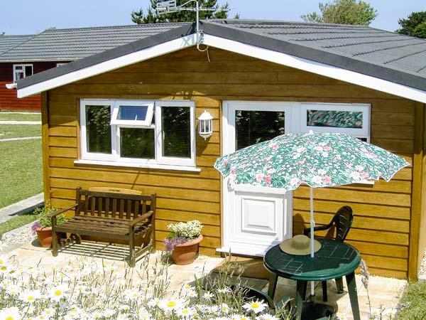 LITTLE OAK, all ground floor, off road parking, patio garden, in Padstow, Ref - Image 1 - Saint Merryn - rentals