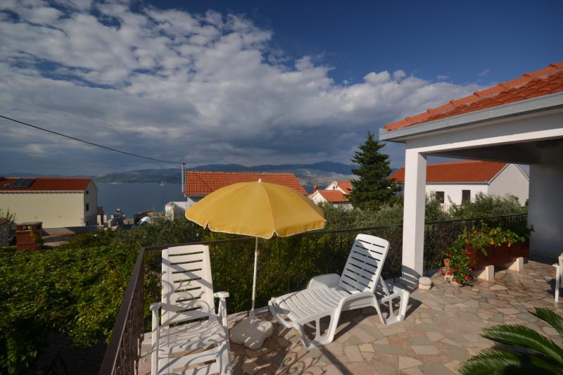 Wonderful Komo Apartment - Image 1 - Splitska - rentals