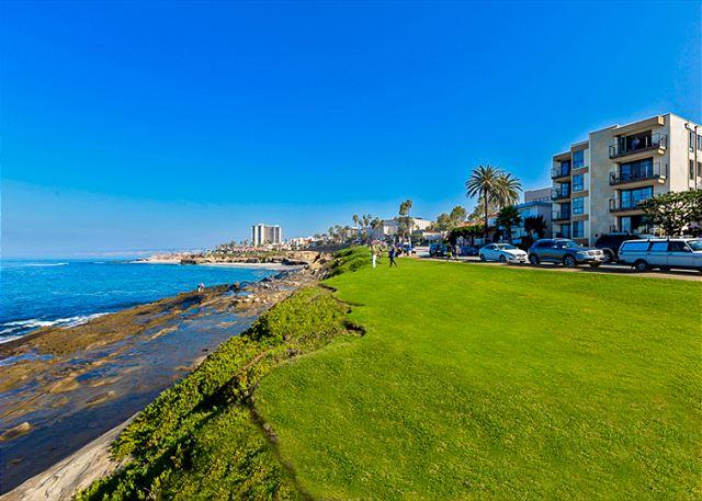 Coast Blvd. condo is right across the street from the ocean. - Charming La Jolla Beach Condo In The Village With Endless Ocean Views - La Jolla - rentals