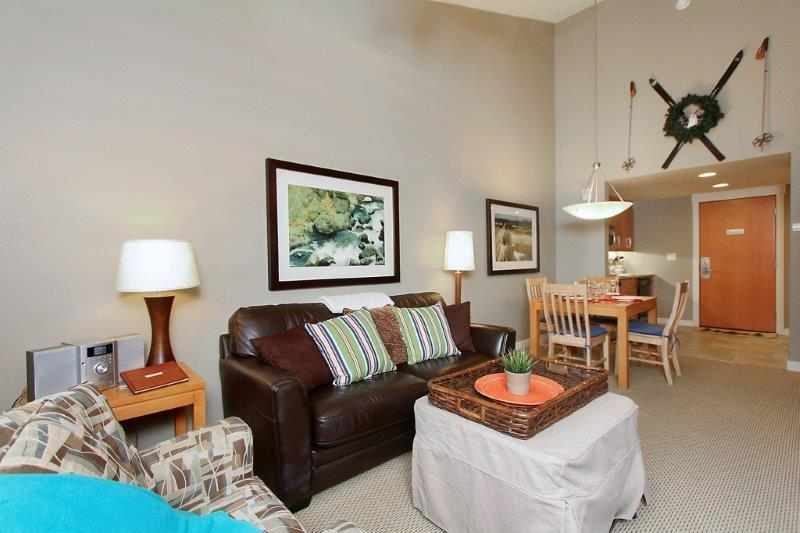 Elegant sixth floor condo with vaulted ceilings - Fraser Crossing 3623 - Winter Park - rentals