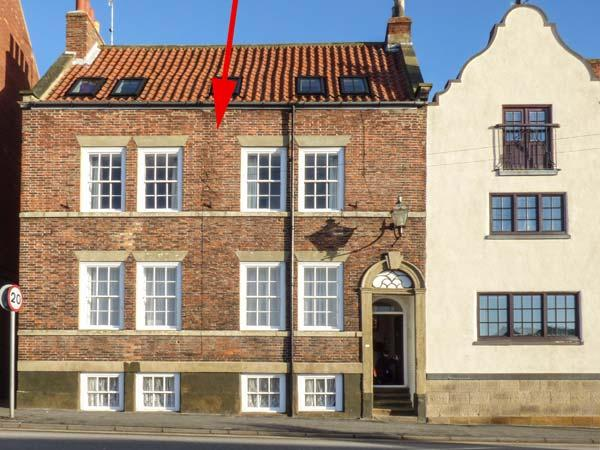 WHAT A VIEW AT QUAYSIDE APARTMENT, first floor, Grade II listed building, romantic retreat, harbour views, in Whitby, Ref 920191 - Image 1 - Whitby - rentals