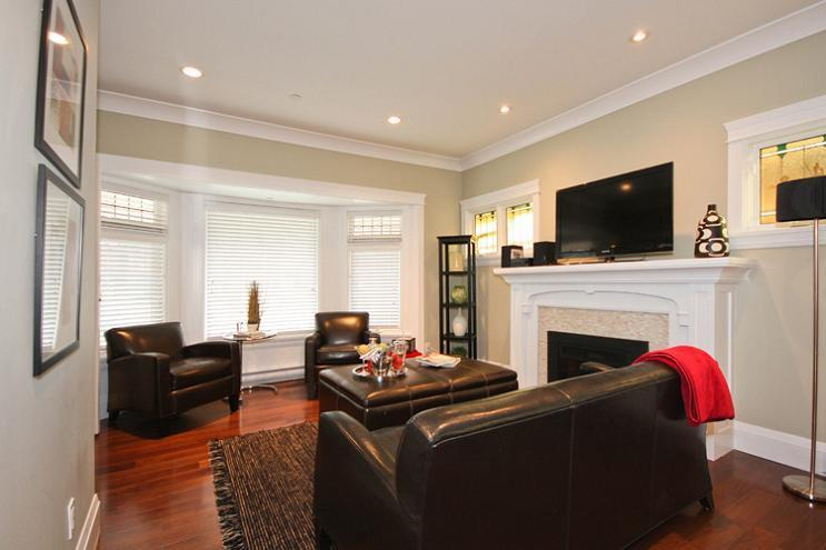 Unit A - Living Room - Craftsman-style Character Kitsilano House - Vancouver - rentals