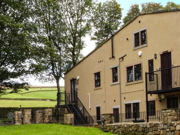 THE GRANGE, first floor apartment, en-suite, pet-friendly, countryside views, near Haworth, Ref 918105 - Image 1 - Haworth - rentals