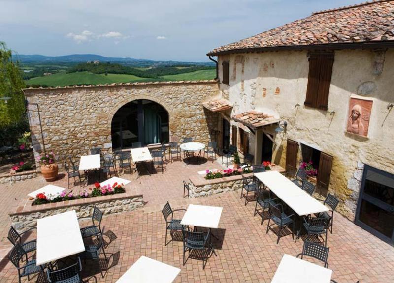 View of the outdoor dining area - 3 Bedroom Apartment in Monteriggioni, Tuscany - Monteriggioni - rentals