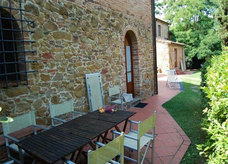 View of the dining arrangements on the garden - Farmhouse Brunelle - Montaione - rentals