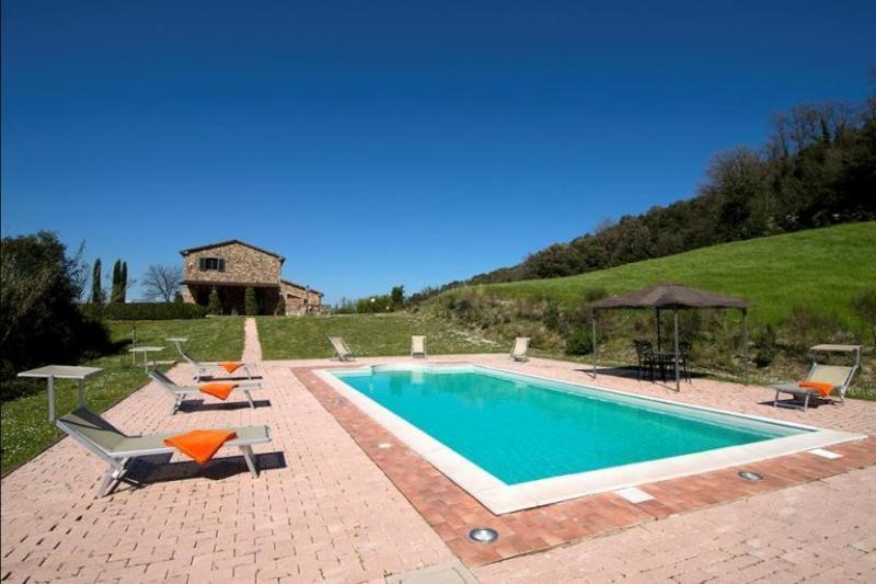 View of the pool and villa - Villa Romalo - Guardistallo - rentals
