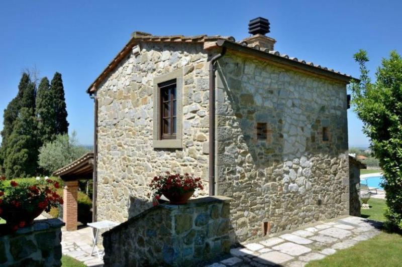 Back side view of Villa Giulia - Villa Gerania - Tuoro sul Trasimeno - rentals