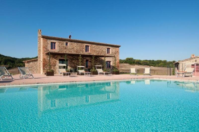 View of the villa and swimming pool - Podere Stalla - Guardistallo - rentals