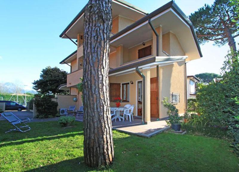 Villa Fontinella - Image 1 - Forte Dei Marmi - rentals