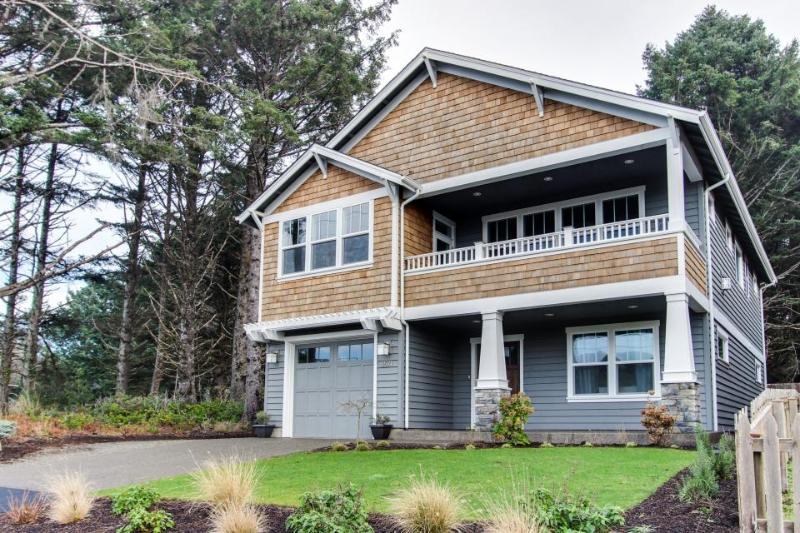 Modern home w/private hot tub, ocean views & telescope! Walk to beach & eateries - Image 1 - Cannon Beach - rentals