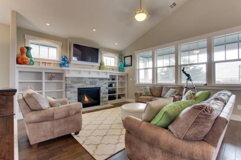 Modern home w/private hot tub, ocean views & telescope! Walk to beach & eateries - Image 1 - Cannon Beach - rentals