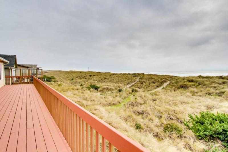 Dog-friendly, oceanfront home w/ jetted tub + pool access! - Image 1 - Waldport - rentals