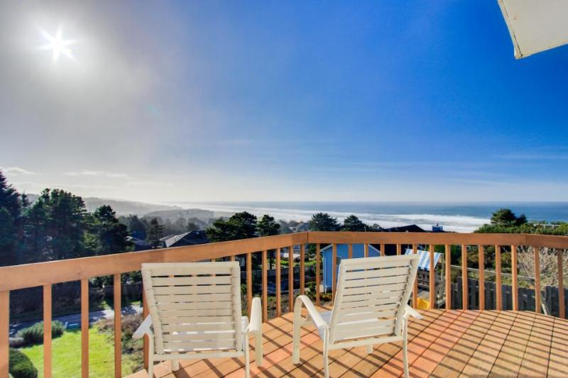 Dog-friendly w/ gorgeous ocean views, private hot tub, on-site golf, great deck! - Image 1 - Lincoln City - rentals