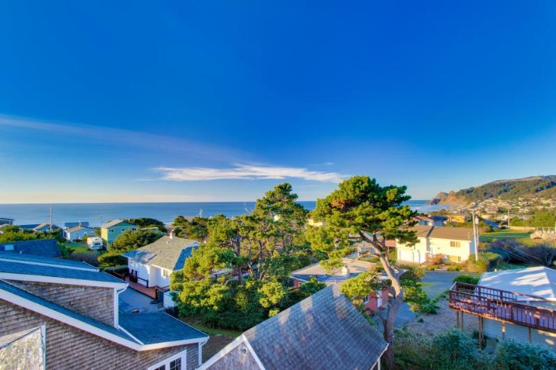 Great Road's End ocean views, a private hot tub, and more! - Image 1 - Lincoln City - rentals
