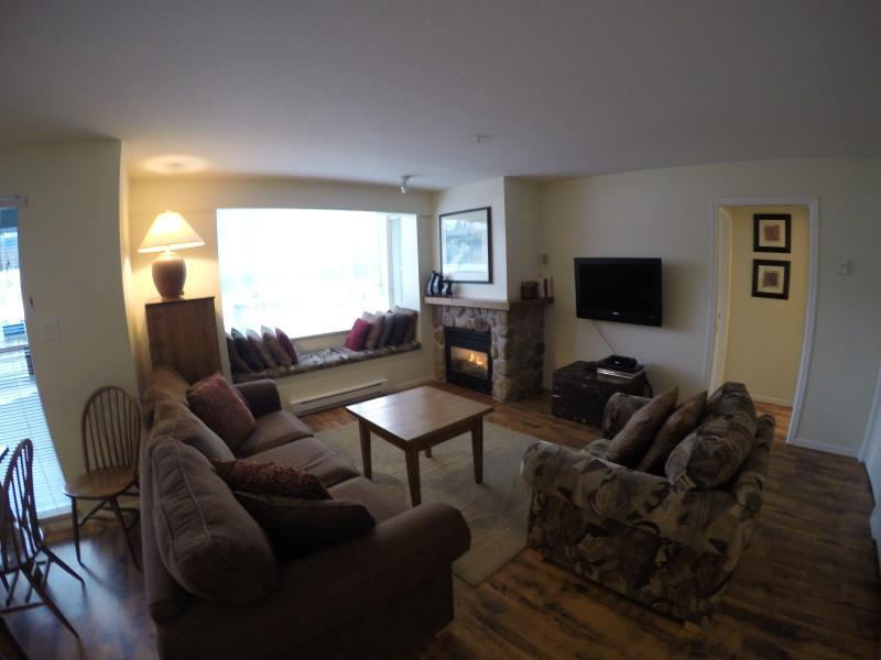 livingroom overlooking whistler blackcomb with gas fireplace and flat screen TV - Whistler Village - 2 Bedrm Town Plaza-Eagle Lodge - Whistler - rentals
