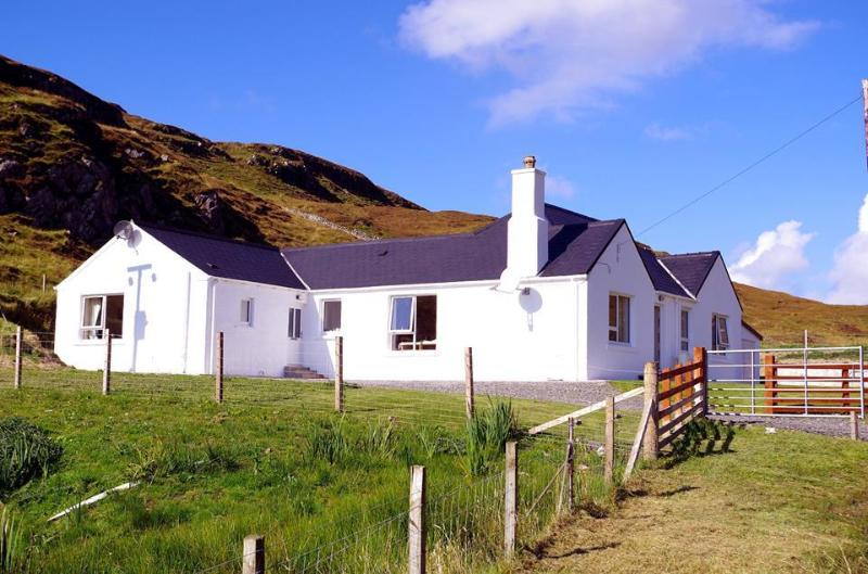 Moorfield - sitting at the head of the Rodel Valley - Moorfield, Rodel, Isle of Harris, Outer Hebrides - Rodel - rentals