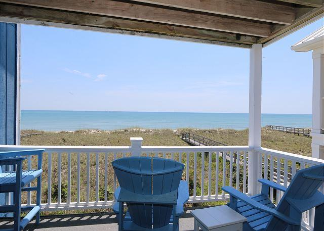 Reefs V D2 -  Oceanfront condo, open floor plan, community pool & beach access - Image 1 - Carolina Beach - rentals