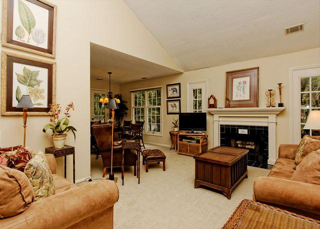 Evian 121 - Evian 121, 2nd Floor End Unit, 2 Bedrooms, Pool, Tennis, Peaceful Wooded View - Hilton Head - rentals