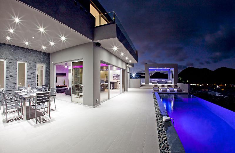 EMVIE... OMG! New Contemporary Beauty overlooking Orient Bay, Full AC, Gym - Image 1 - Saint Martin-Sint Maarten - rentals