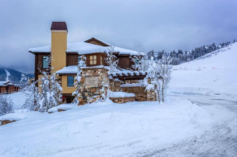 Spacious home with ski-in/ski-out access; private hot tub; firepit - Image 1 - Park City - rentals