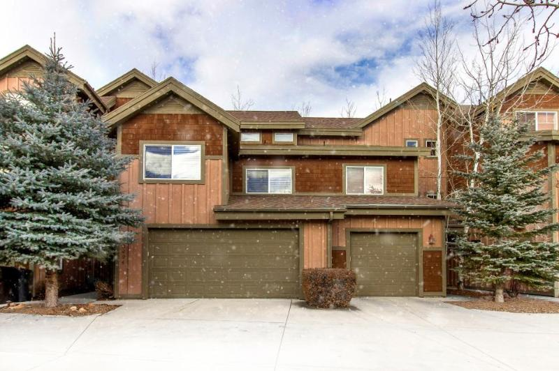 Spacious, contemporary mountain lodge home w/ shared hot tub & pool! - Image 1 - Park City - rentals