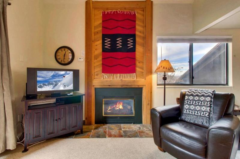 Contemporary ski lodging w/shared pool, hot tub, sauna! 5-min. walk to chairlift - Image 1 - Park City - rentals
