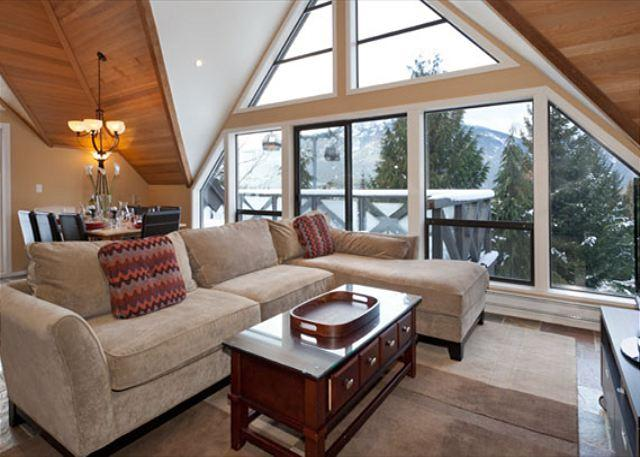 Living Room with Views to Whistler Village - Pinnacle Ridge 20 | Whistler Platinum | Ski-In/Ski-Out Home with Hot Tub - Whistler - rentals