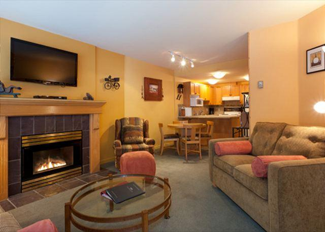 Open Concept Main Living Area - Woodrun Lodge #214 |  1 Bedroom + Den Ski-In/Ski-Out Condo, Shared Hot Tub - Whistler - rentals
